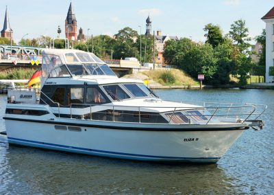Linssen-37SE-Motoryacht-links-vorn