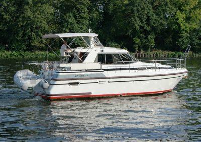 Linssen Yacht 34HT seitliche Ansicht
