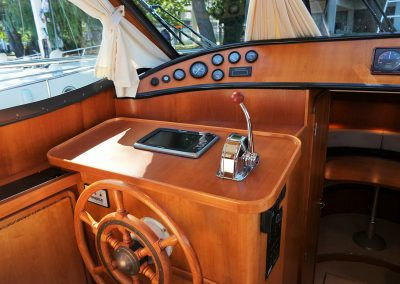 Linssen Yacht 34HT Steuerstand unten